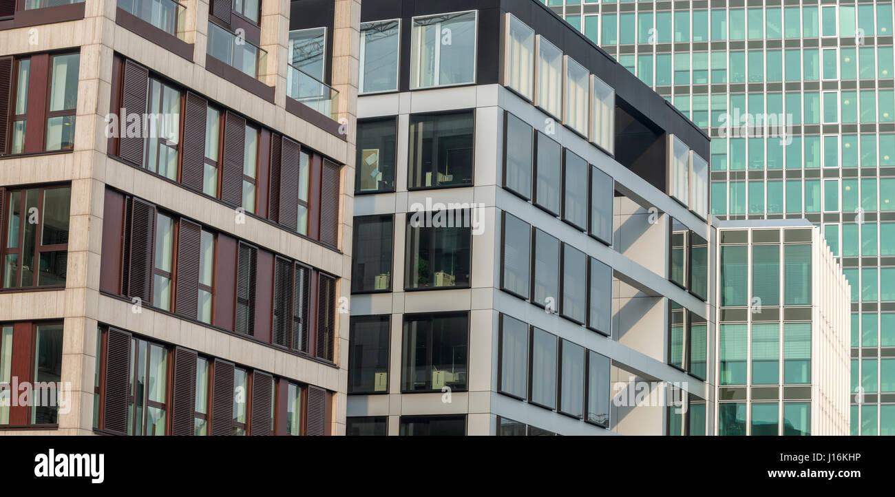 Abstrakte Fassade des modernen Bürogebäuden in Hamburg, Deutschland Stockbild