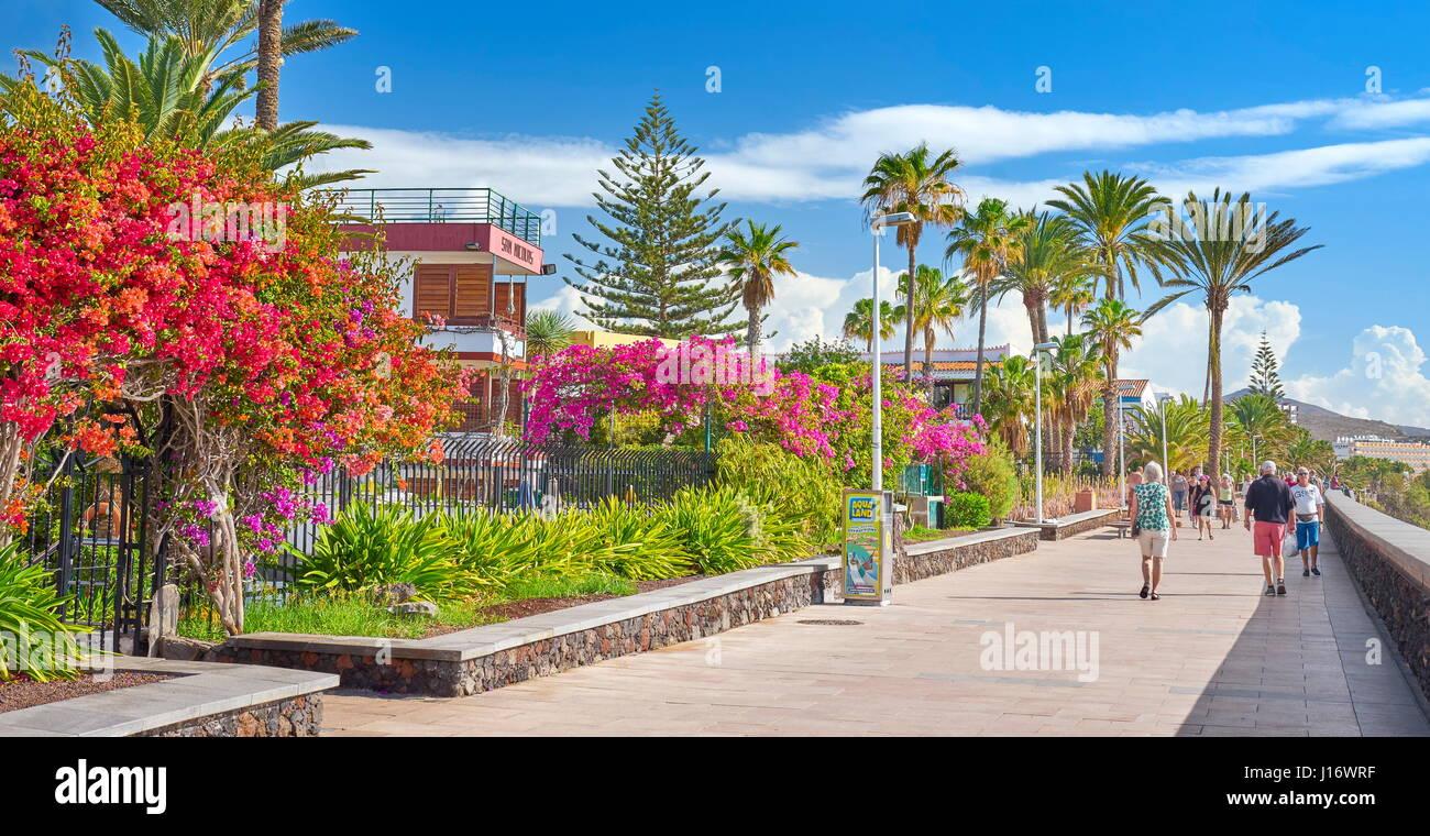 Touristen auf der Promenade, Playa de Ingles, Gran Canaria, Kanarische Inseln, Spanien Stockbild