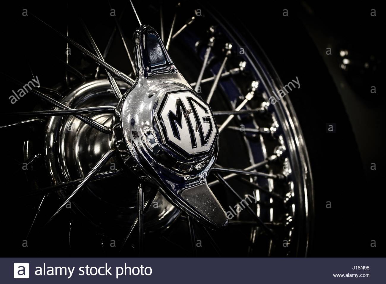 Chrome Spoke Wheel Stockfotos & Chrome Spoke Wheel Bilder - Alamy