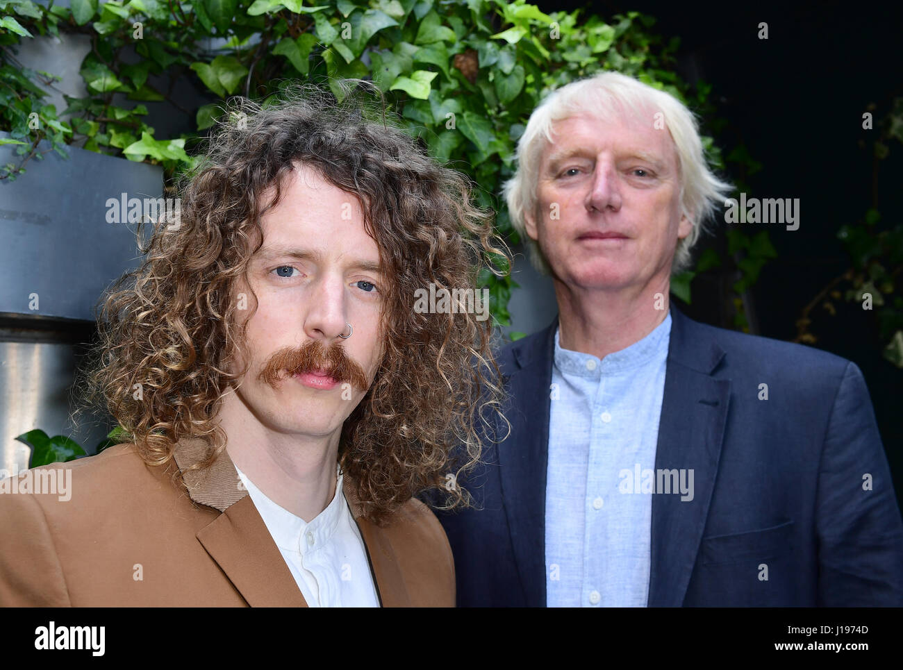 Songwriter Blaine Harrison und Henry Harrison Mystery Jets werden als Kandidaten für die 62. Ivor Novello Awards, Stockbild