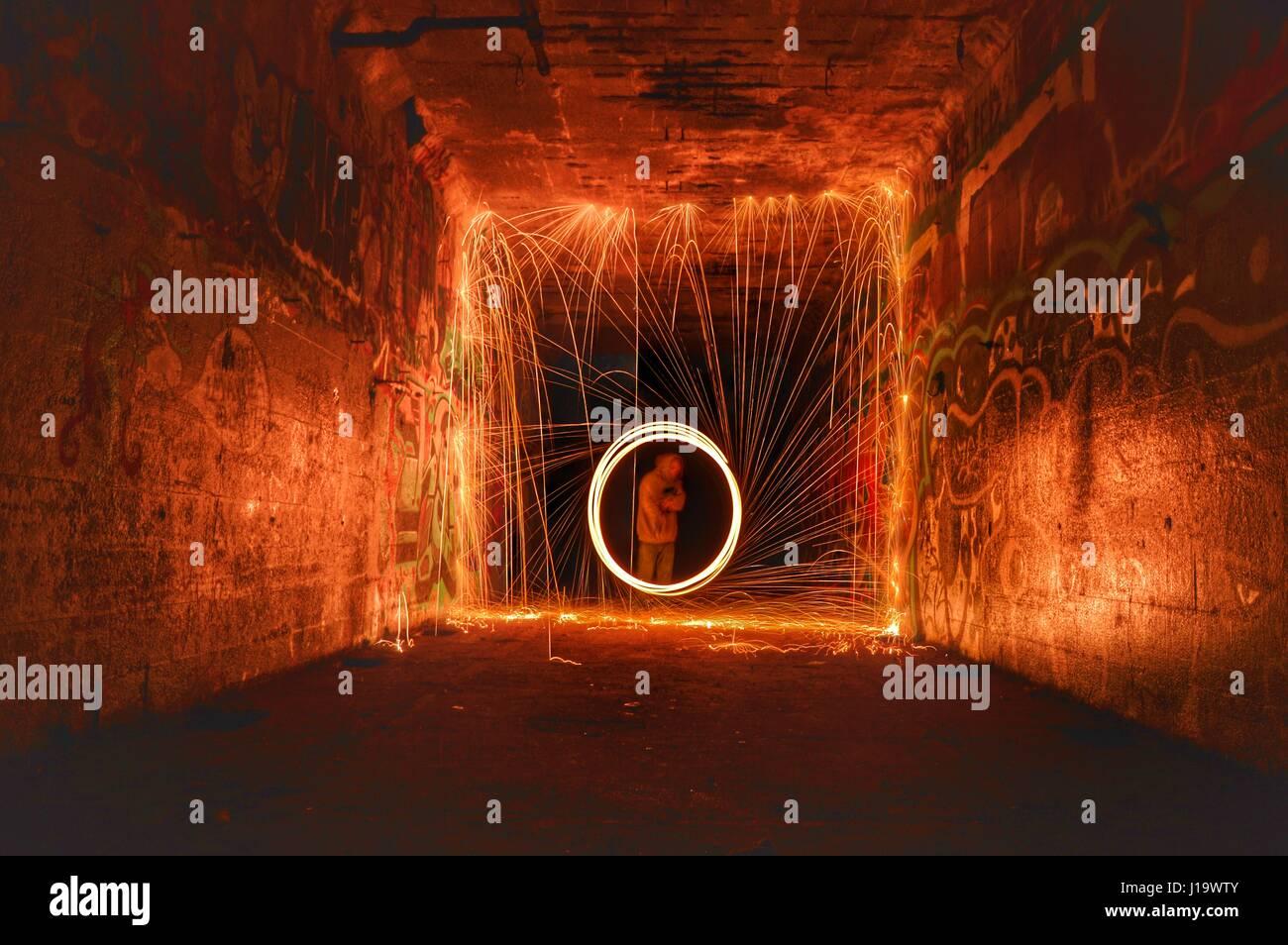 Ein weiterer Langzeitbelichtung der Stahlwolle Spinnerei. Stockfoto