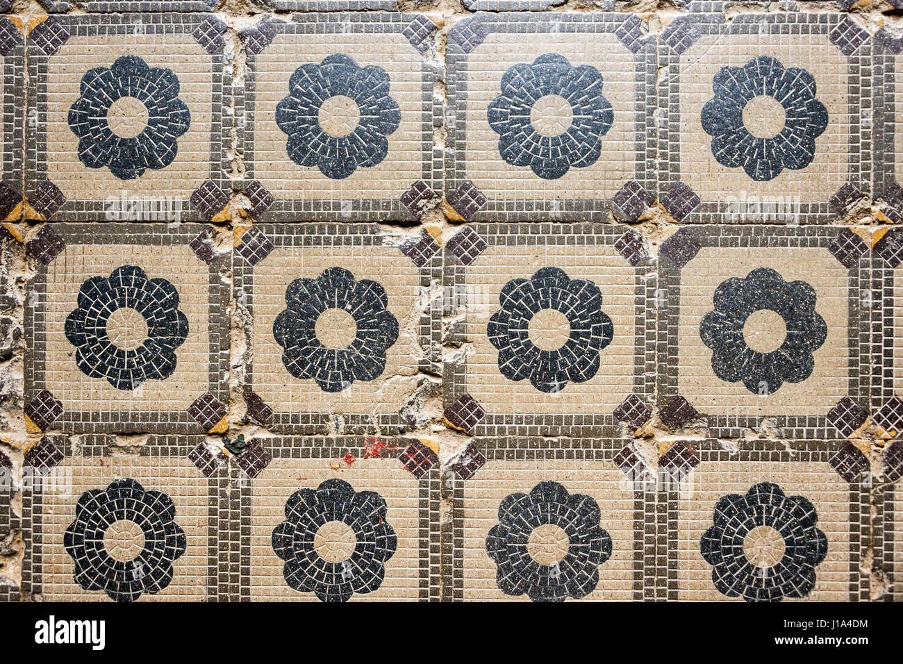 Alte fliesen  Alte Fliesen Textur mit einfachen floralen Elementen. Textur ...