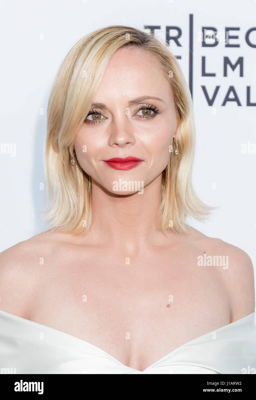 "New York, USA. 19. April 2017. Schauspielerin Christina Ricci besucht die 2017 Tribeca Film Festival - ""Clive Stockbild"