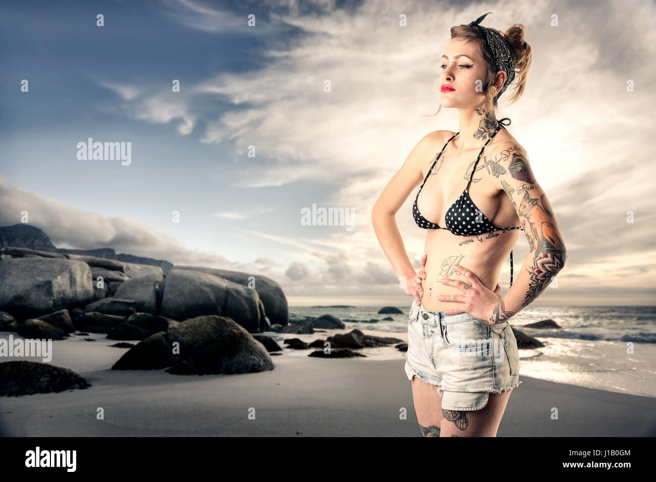 Am Strand Frau Tätowierte