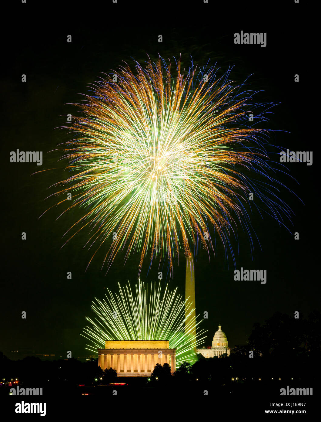 4. Juli Independence Day Feuerwerk feiern über Denkmäler in Washington DC, USA Stockbild