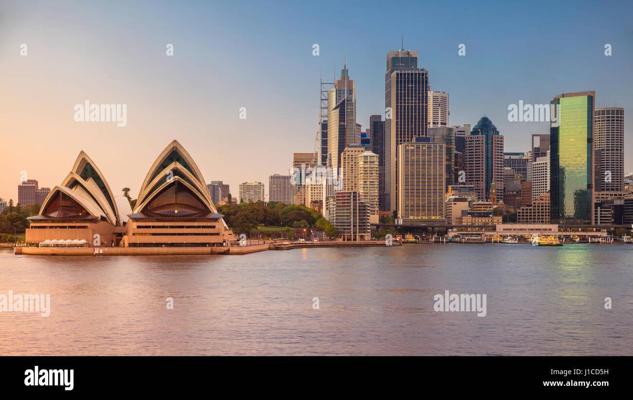 Stadt von Sydney. Stadtbild Bild von Sydney und Opernhaus, Australien bei Sonnenaufgang. Stockfoto