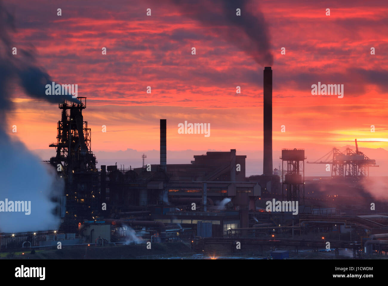 Sonnenuntergang über Port Talbot Stahl arbeitet in Süd-Wales Stockfoto