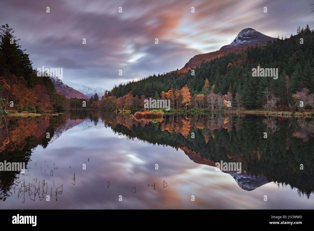 Sonnenaufgang in Glencoe Lochan ordentlich Glencoe in Schottland Stockbild