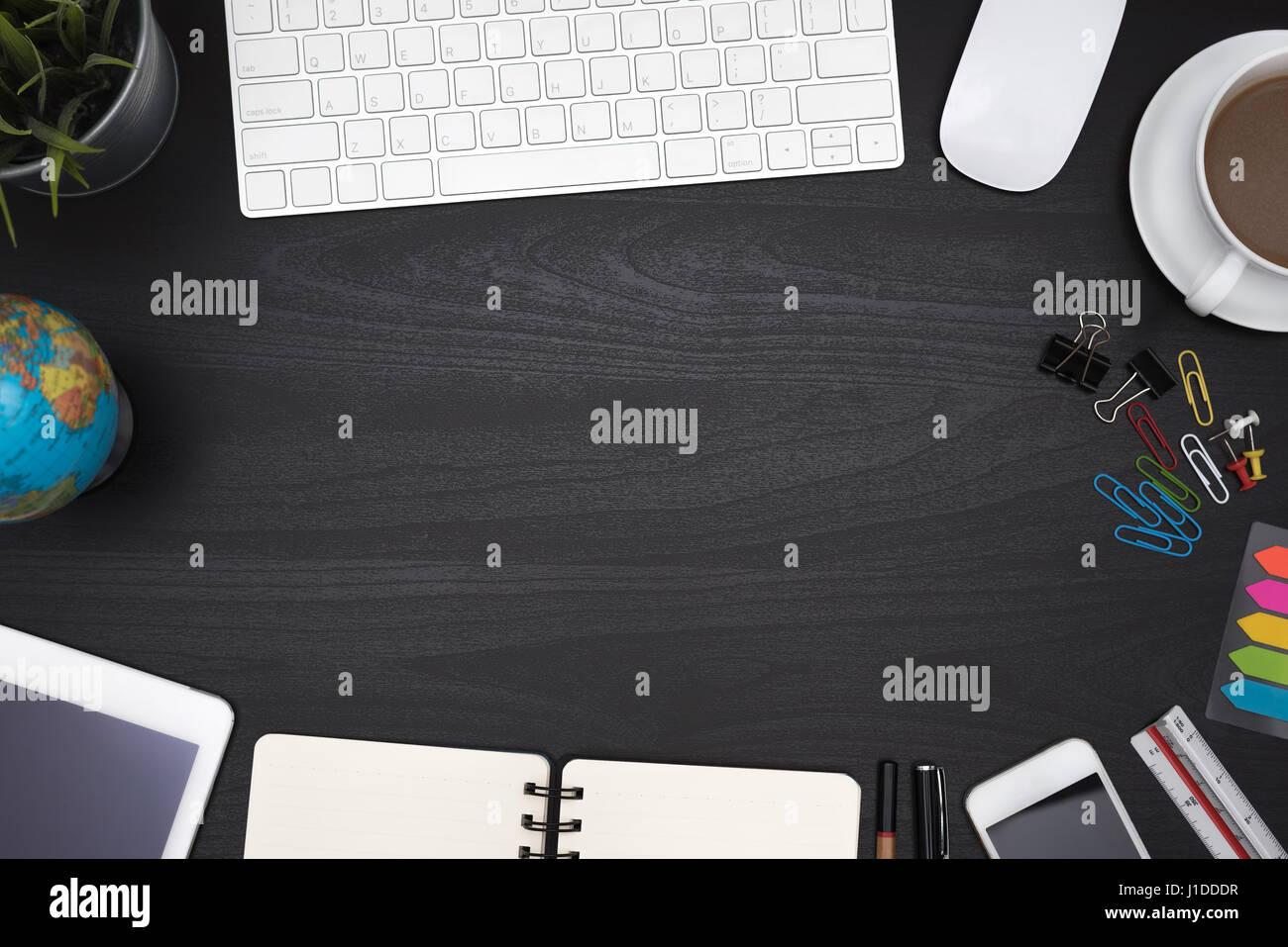 Rahmen der Tabelle Schreibtisch mit Computer, Tablet, Stift ...