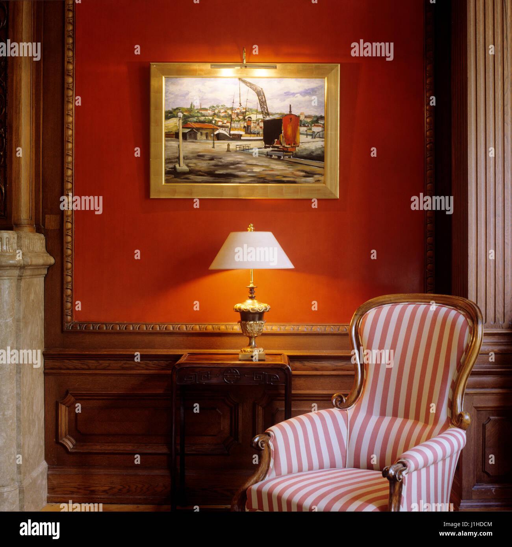 Gestreifte Sessel Im Wohnzimmer Im Biedermeier Stil. Stockbild