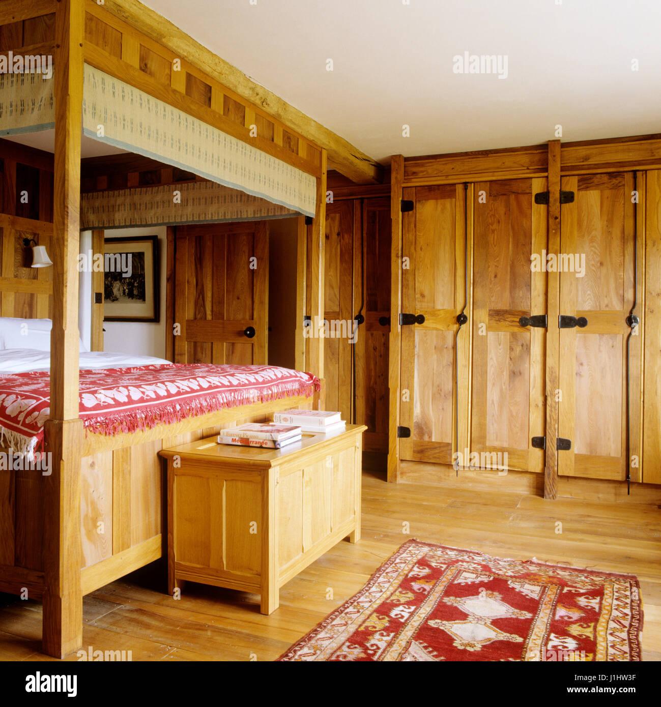 Himmelbett Im Land Stil Schlafzimmer.