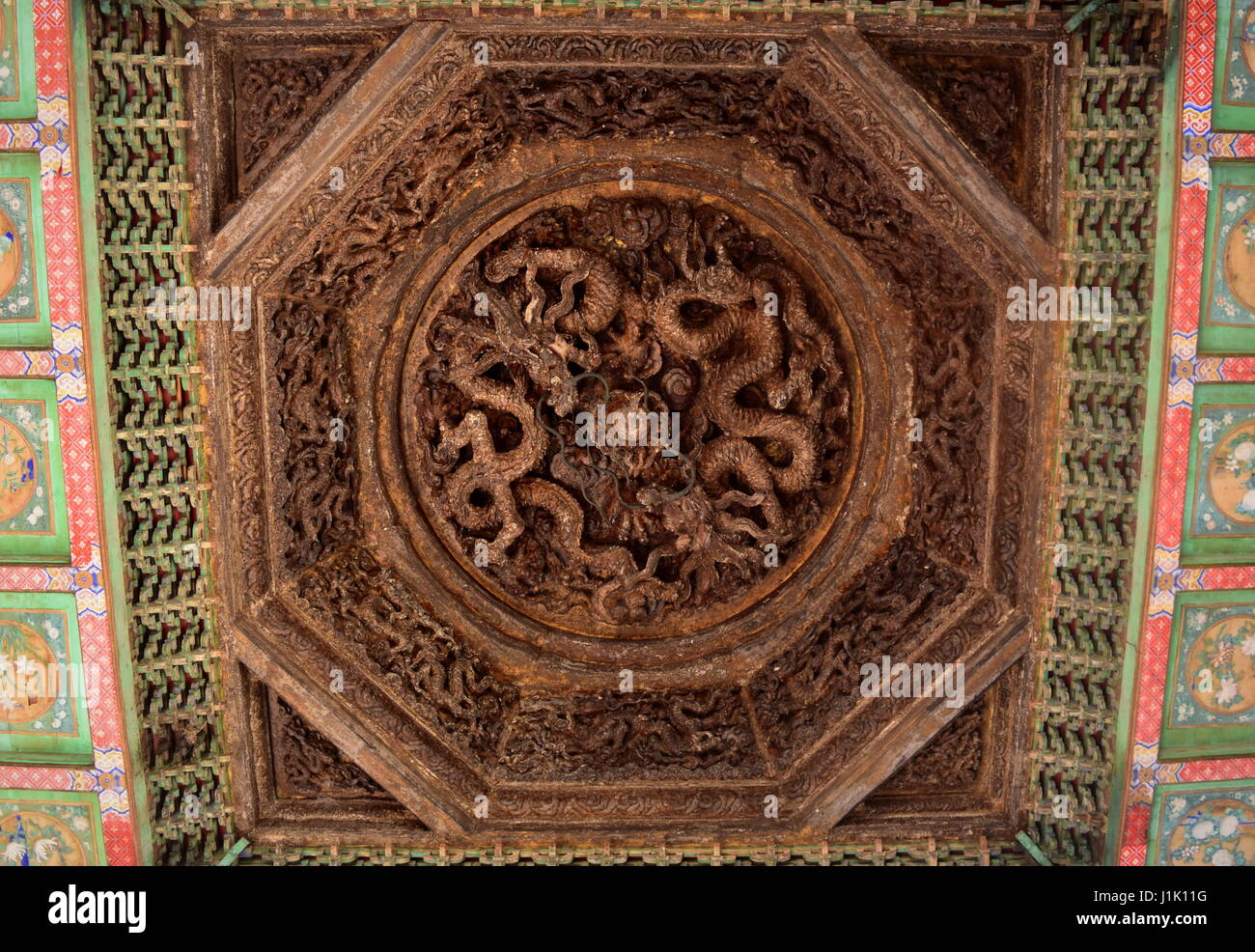 Holz Geschnitzt Chinesische Drachen Dekoration Der Decke Von Einem