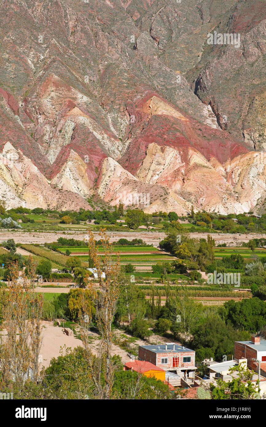 Bunte Felsen Schichten, des Malers Palette Paleta del Pintor, Maimará, Humahuaca Schlucht, Provinz Jujuy, Argentinien Stockbild