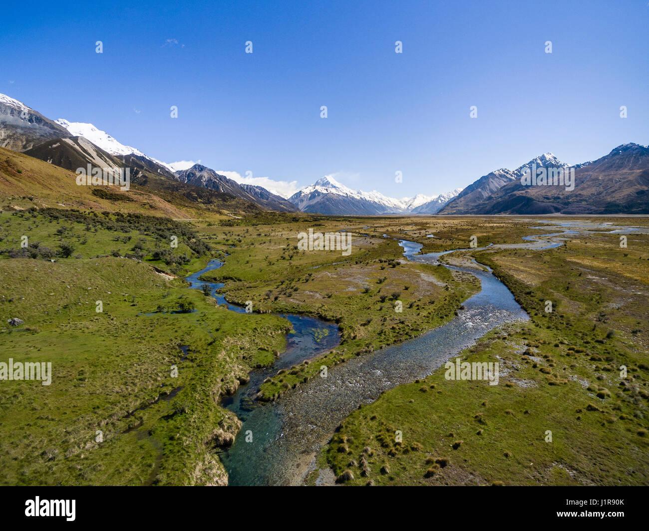 Breiten Flussbett des Tasman River, hinten Mount Cook, Mount Cook Nationalpark, Canterbury Region Southland, Neuseeland Stockbild