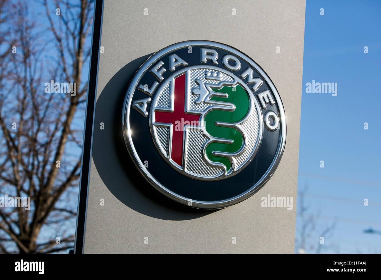 Ein Logo Zeichen außerhalb eines Alfa Romeo Autohaus in Oakville, ON, Kanada am 14. April 2017. Stockbild