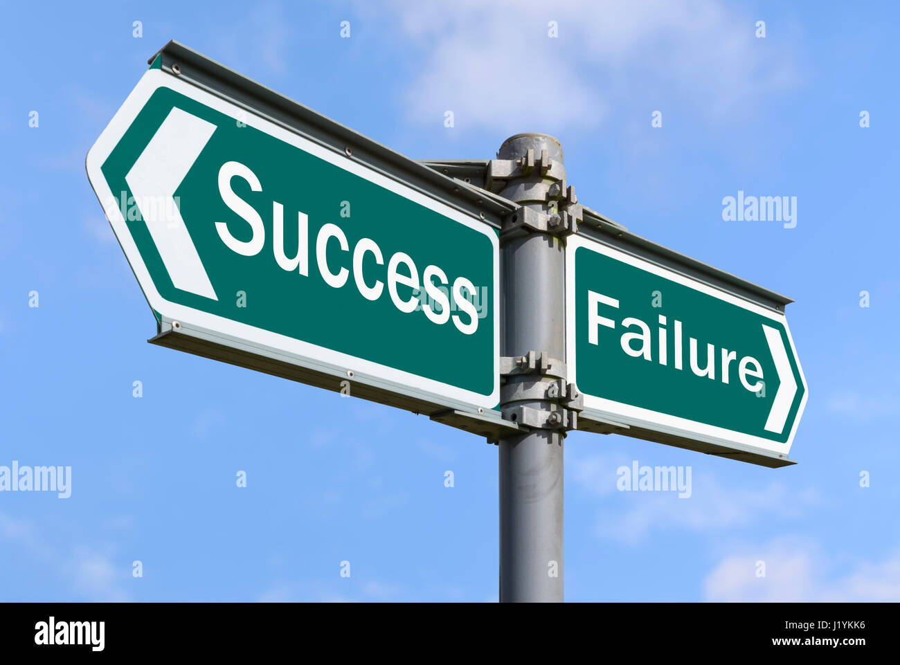 Erfolg und Misserfolg Konzept Wegweiser in entgegengesetzte Richtungen. Stockbild