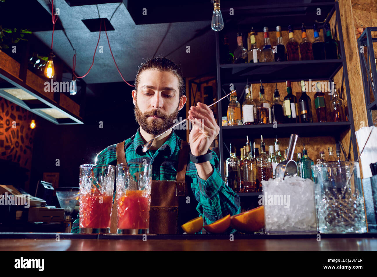 Hipster Bar Stockfotos & Hipster Bar Bilder - Alamy
