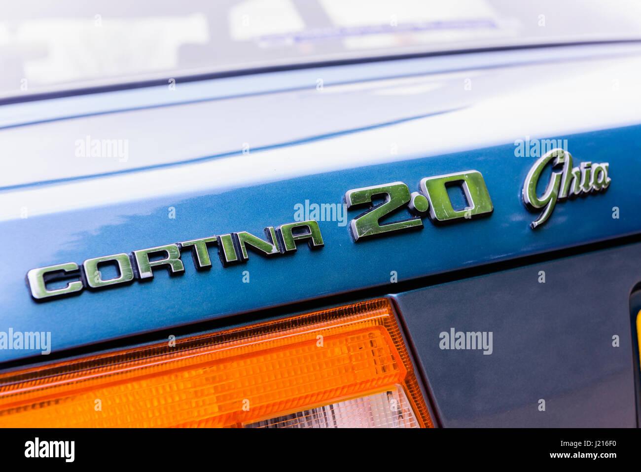 Hinten-Abzeichen von einem blauen Ford Cortina Mark V 2.0 Ghia (1979-1982) Stockbild