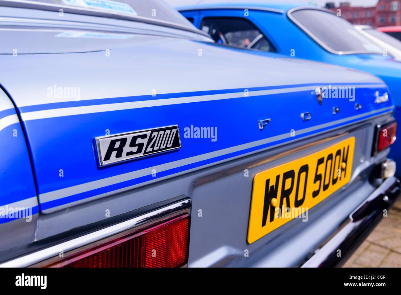 Hinten von einem blauen Ford Escort Mark 1 RS2000 Stockbild