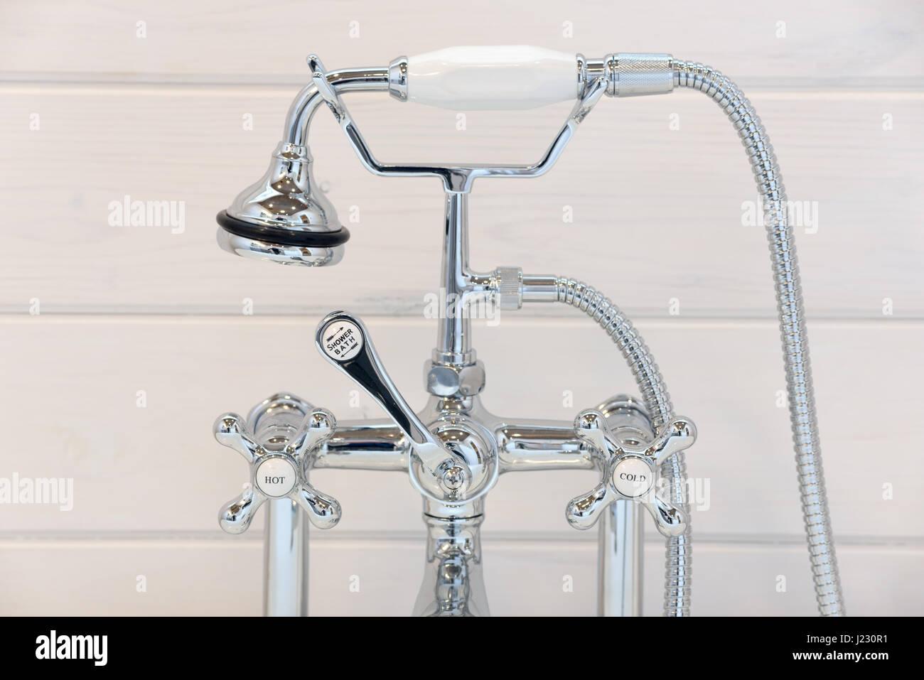 Favorit Vintage Badewanne Wasserhahn und Dusche Kopf Stockfoto, Bild JX67