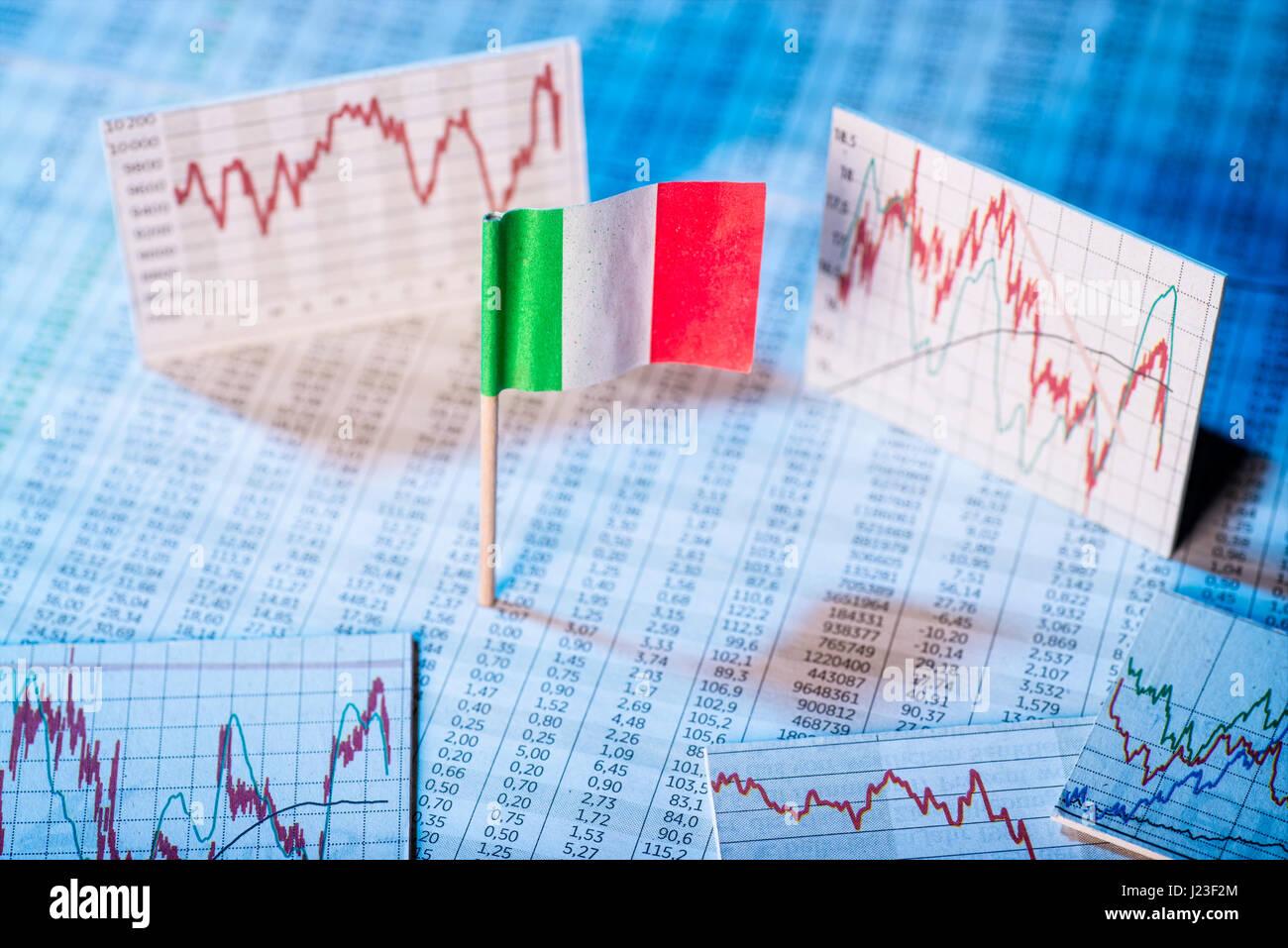 Italienische Flagge mit Tarifpreistabellen und Diagramme für die wirtschaftliche Entwicklung. Stockbild