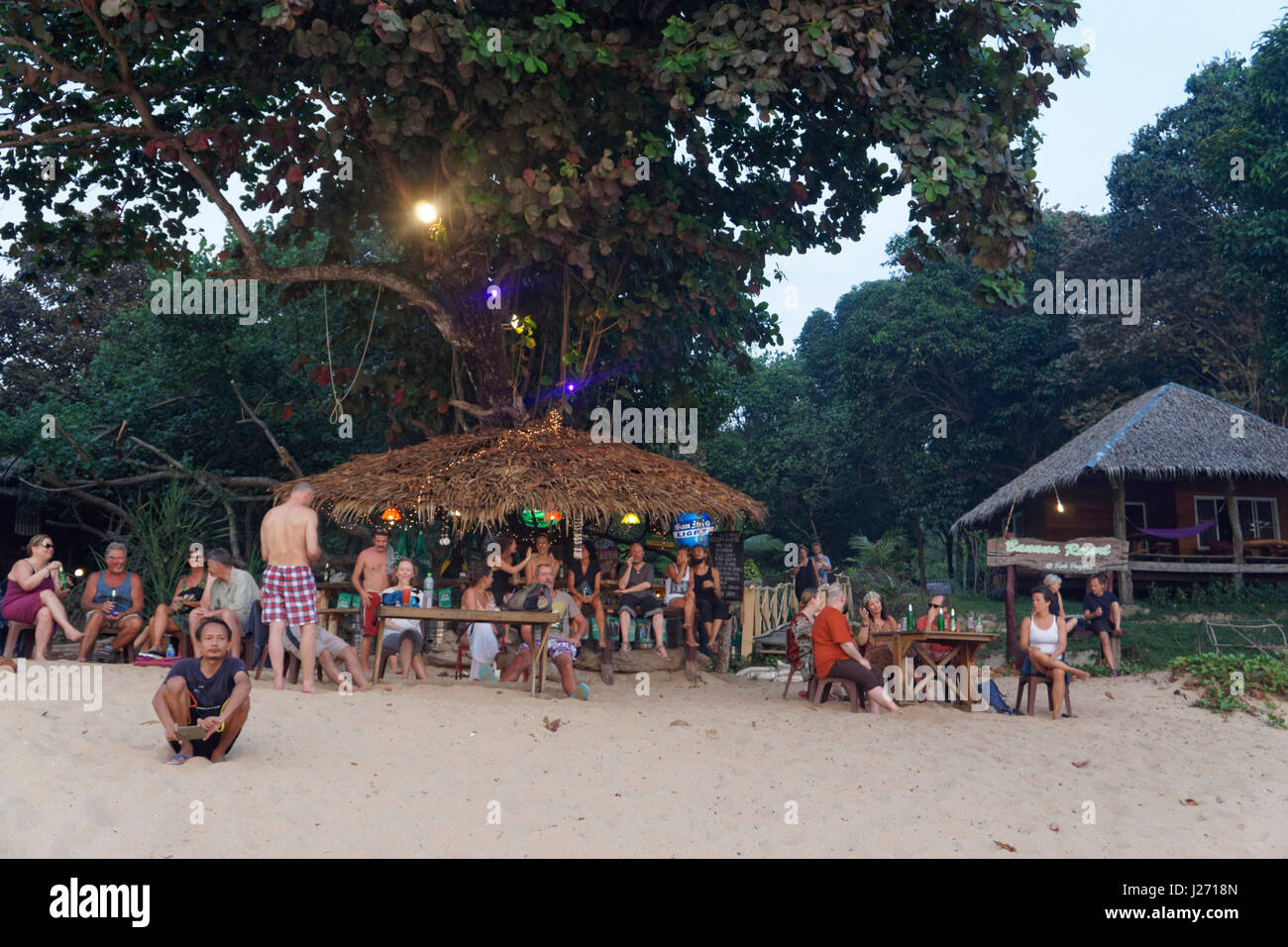 Banana Resort, Strandbar, Buffallo Bay, Ao Khao Kwai, Sonnenuntergang, Happy Hour, Cocktail Bar, Koh Phayam, Thailand Stockbild