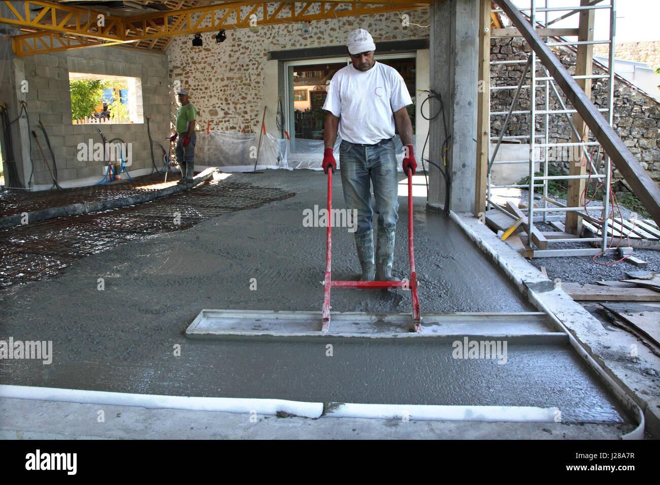 Hausbau Bodenplatte Bewehrung Und Beton Giessen Stockfoto Bild