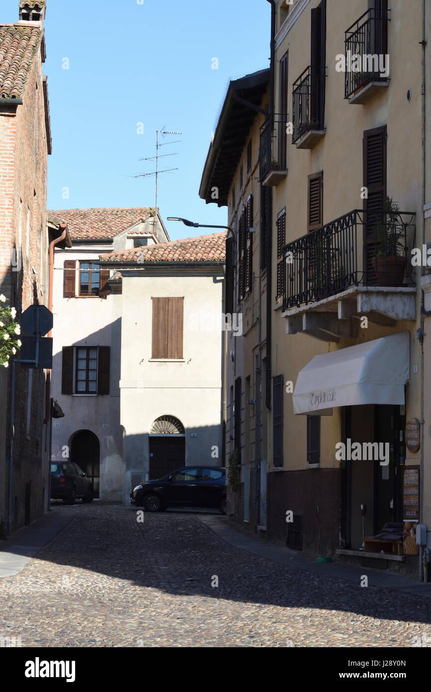 Mantua, Italien, Straße in der Altstadt Stockbild