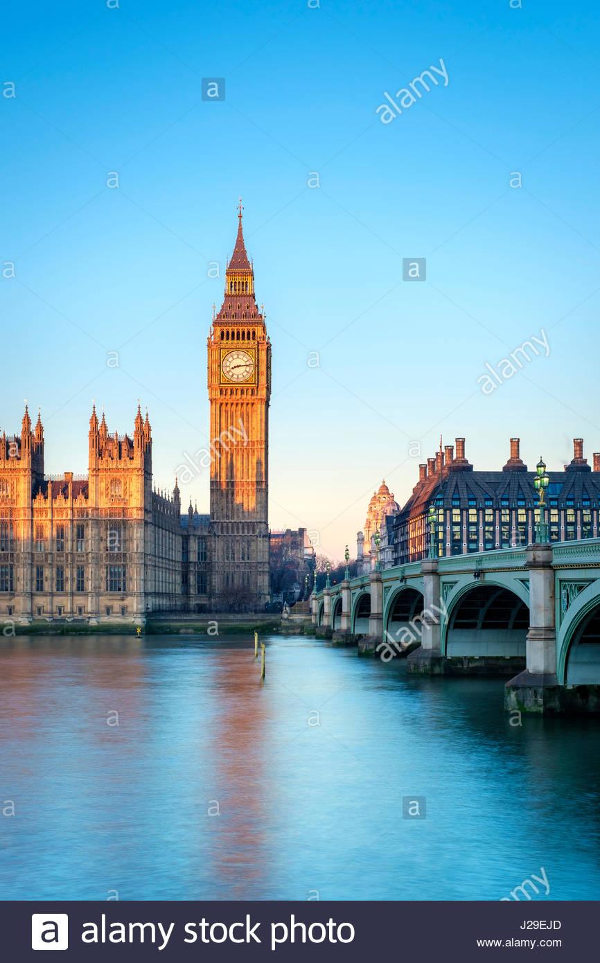 United Kingdom, England, London. Westminster Bridge, Palace of Westminster und die Uhr Turm von Big Ben (Elizabeth Stockbild