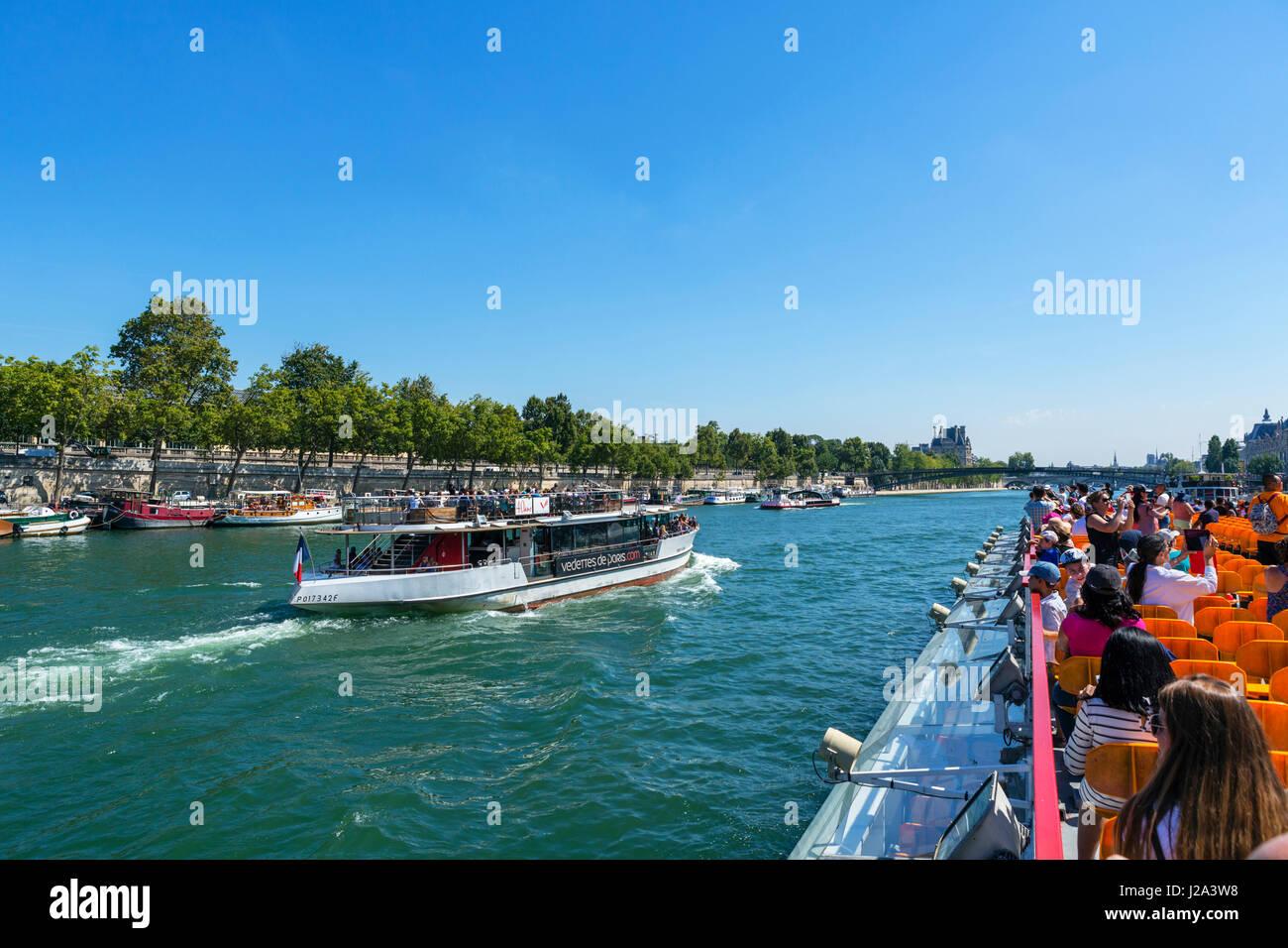 Blick aus einem Bateau-Mouche auf der Seine, Paris, Frankreich Stockbild
