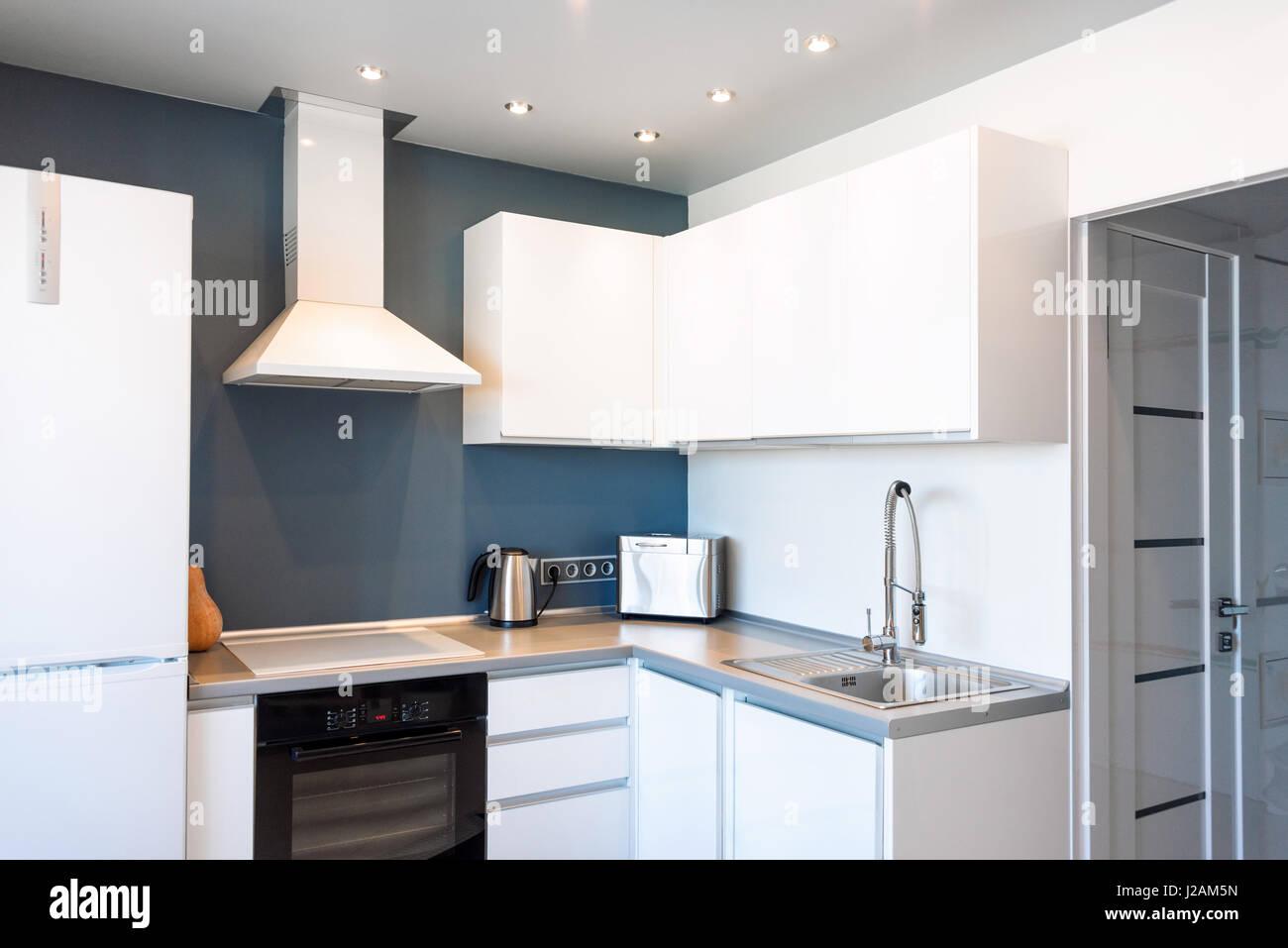 Innere des modernen Küche in einem geräumigen Appartement Stockfoto ...