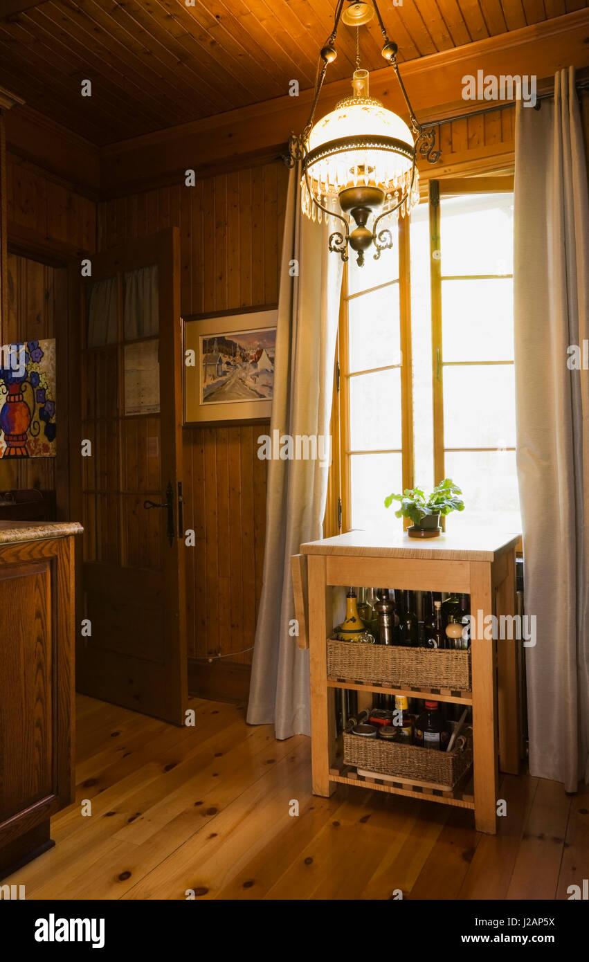 Gewürze und Kräuter in der Küche Zimmer innerhalb einer in den ...