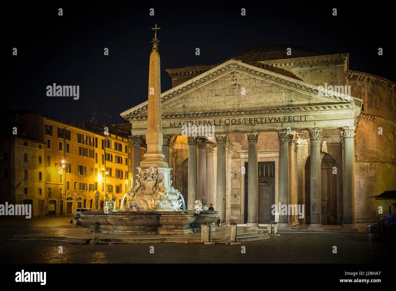 pantheon in der nacht mit brunnen es ist eine der am besten erhaltenen antiken r mischen. Black Bedroom Furniture Sets. Home Design Ideas