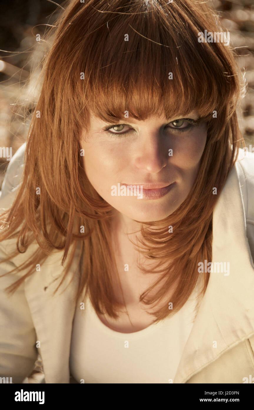 Schöne Ingwer Mädchenakt - Kopf-Aufnahmen Stockbild