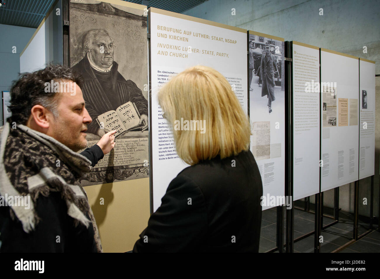 Berlin, Deutschland. 27. April 2017. Journalisten diskutieren über ...