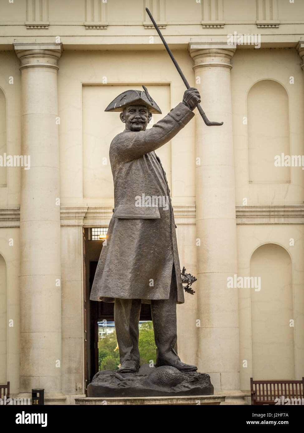 """Die """"Rentner"""" Bronzestatue eines Rentners Chelsea vor dem nördlichen Eingang zu Chelsea Royal Hospital, Stockbild"""