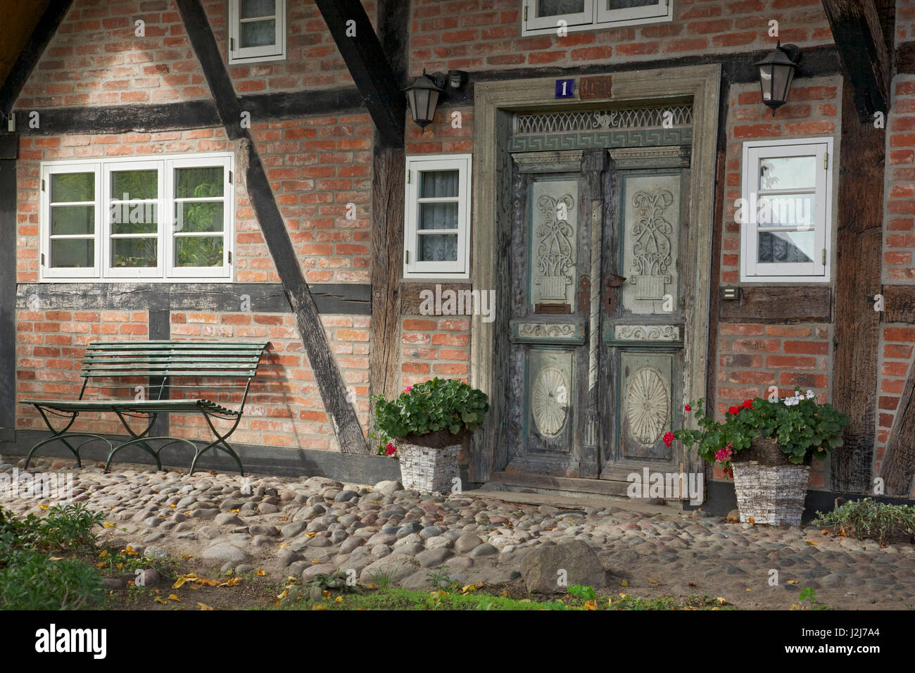 Gut bekannt Historische Haustür ein altes Fachwerkhaus in Wustrow in der QG74