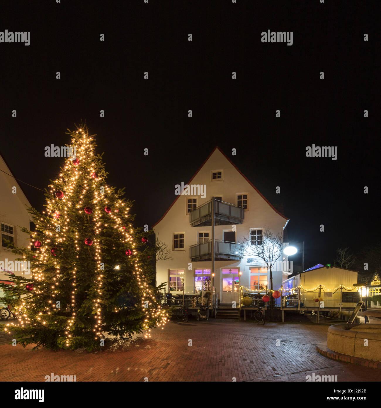 Weihnachtsbaum auf Wangerooge im Orstkern, Weihnachten ...