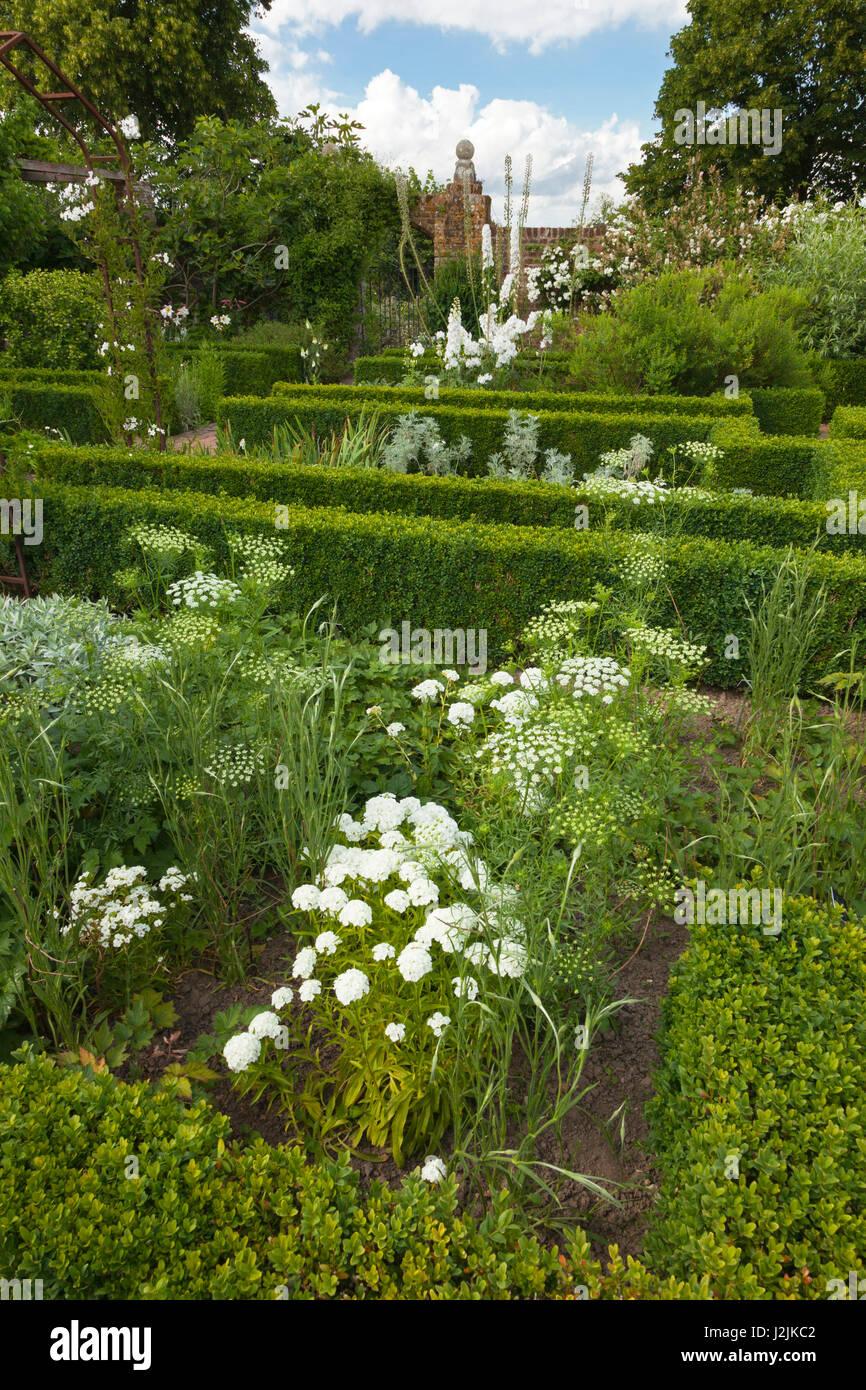 Weißer Garten Sissinghurst weiße garten sissinghurst castle gardens kent großbritannien