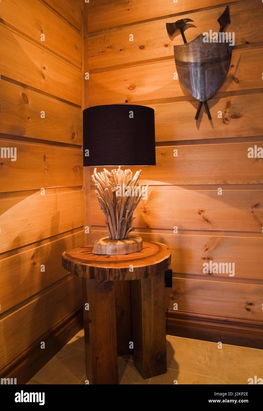 Holz- und runder und Kantholz legged Beistelltisch mit Treibholz ...