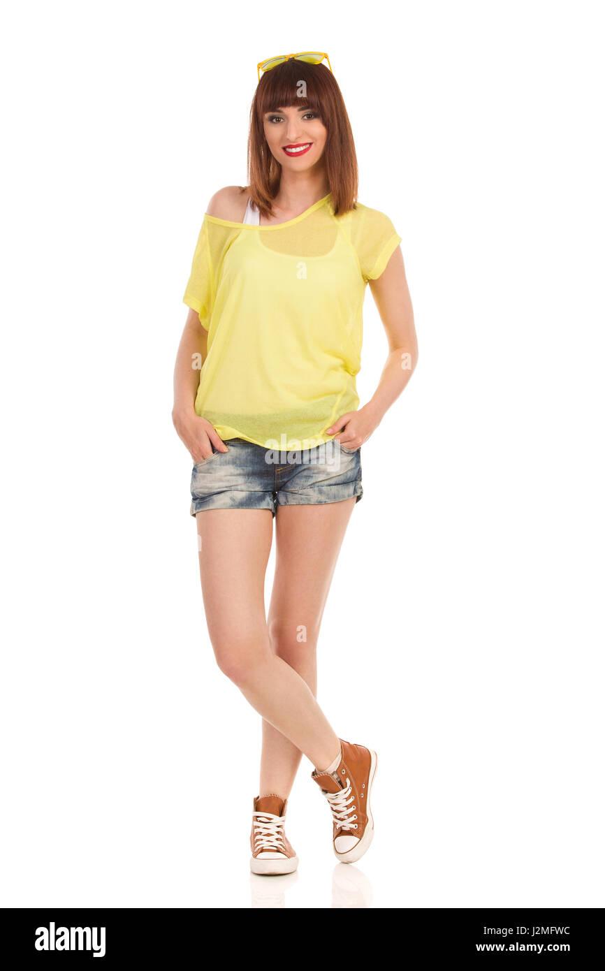 dd60f8c415f60 Jeans Shorts Stockfotos & Jeans Shorts Bilder - Seite 2 - Alamy