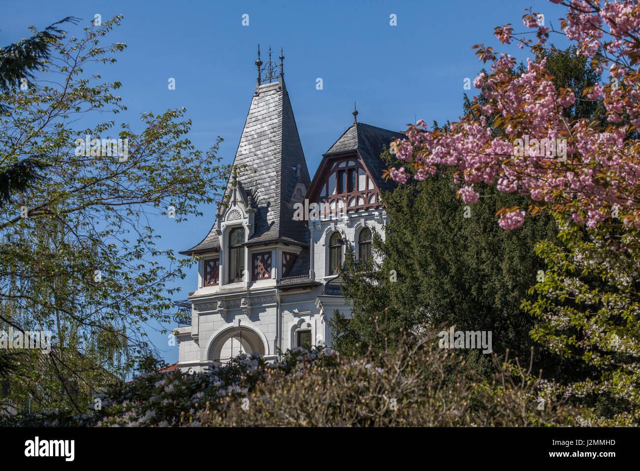 haus im klassischen stil im fr hjahr oldenburg in oldenburg deutschland i villa in der. Black Bedroom Furniture Sets. Home Design Ideas