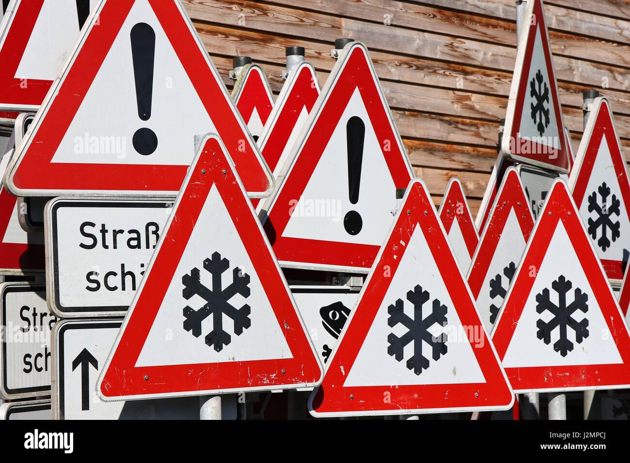 Deutsche Verkehrszeichen im Straßenverkehr Wartung depot Stockbild