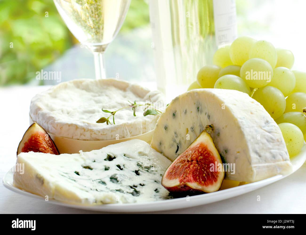 Wein, Käse, Trauben, feyhoa.produkty Gourmet-Essen. Stockbild