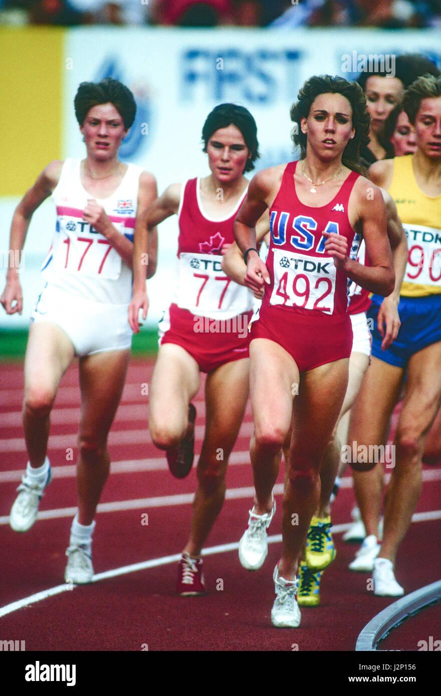 Mary Decker im Wettbewerb bei den 1983 Welt Track & Field Meisterschaften Stockbild