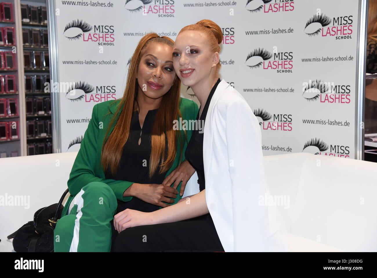 Anna Ermakova Besucht Miss Wimpern Wimpern Lounge Auf Der Beauty