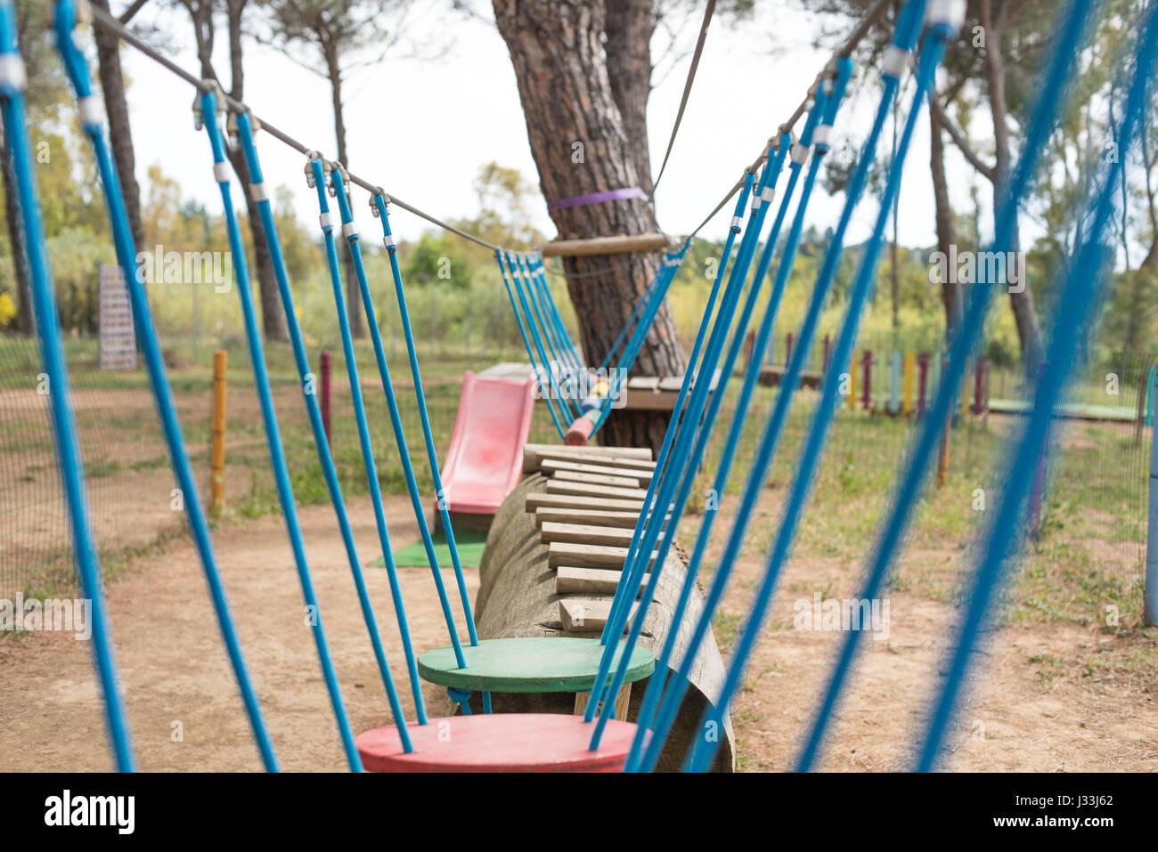Abenteuer-Spielplatz ausgesetzt Testpfad, selektiven Fokus Hindernis im Vordergrund Stockbild