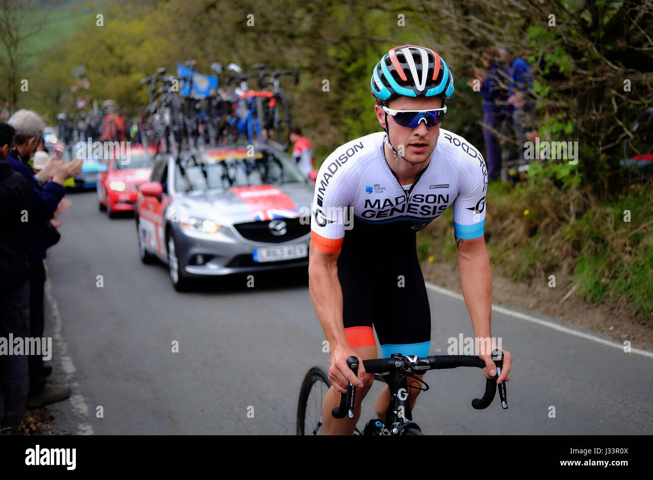 Matt Crenshaw Madison Genesis fährt die Côte de Silsden auf der dritten Stufe der dritten Tour de Yorkshire. Stockbild
