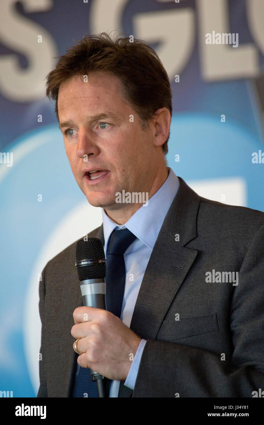 Mp Liberaldemokraten Nick Clegg Porträts und Besuch von Herzen fm Radio Station in Bristol. Stockbild