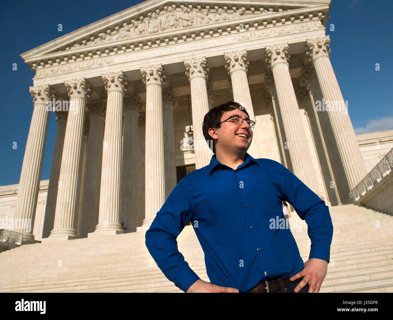 Am 12. August 2015 in Eugene, Oregon 21 Jugendliche aus quer durch die Vereinigten Staaten klagten Wahrzeichen konstitutionelle Stockbild